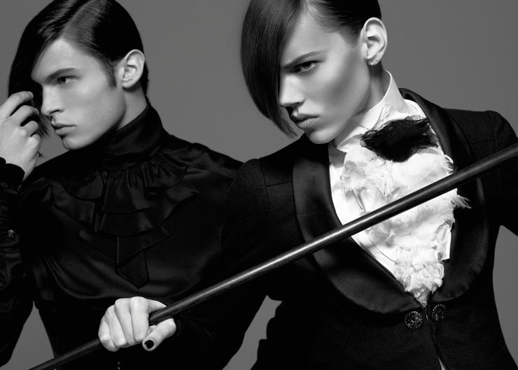 Karl Lagerfeld Monokel Diele, Vogue, Allemagne 2009 Impression acrylique sur aluminium © 2015 Karl Lagerfeld