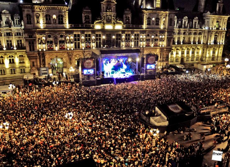 740-Fnac-live-scene-parvis-2015-la-parizienne
