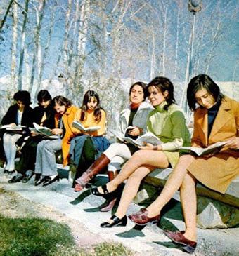 Exemple d'iraniennes en mini jupe - 1970